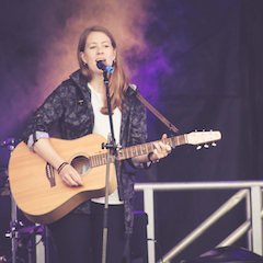 Sarah Beattie singer songwriter original acoustic folk guitar